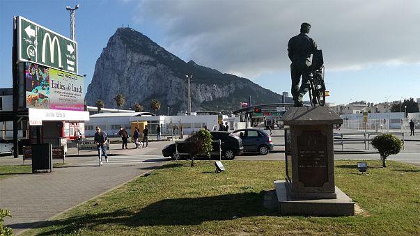 """Trabajadores y empresarios de ambos lados de la frontera de Gibraltar se sienten """"rehenes"""" de las negociaciones del 'brexit'"""