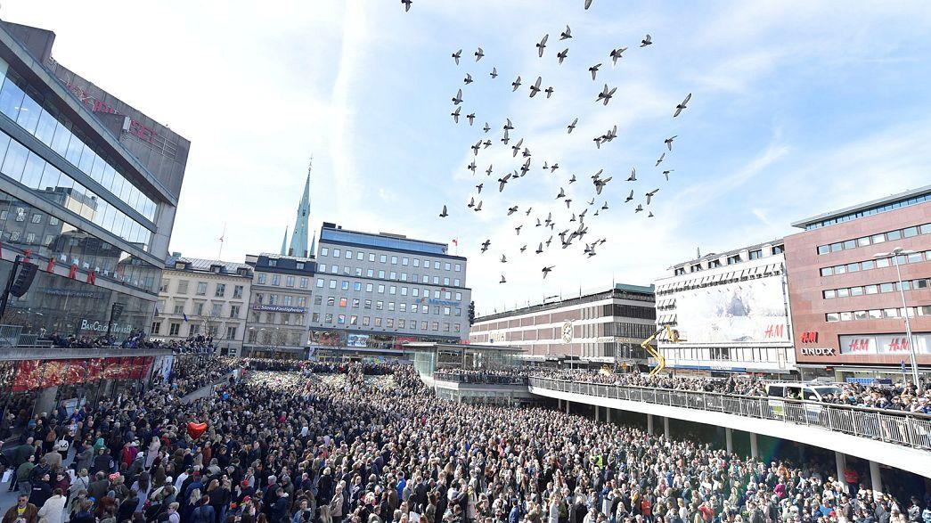 Megemlékezés Stockholmban a pénteki támadás áldozataiért