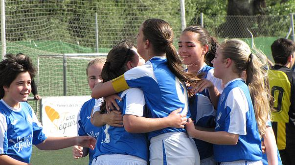 فوز ناد جييدا الاسباني للفتيات لكرة القدم بلقب الدوري من الذكور