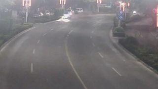 Οδηγός πέφτει σε στύλο ηλεκτροδότησης, επειδή τσακωνόταν με τη γυναίκα του στο τηλέφωνο