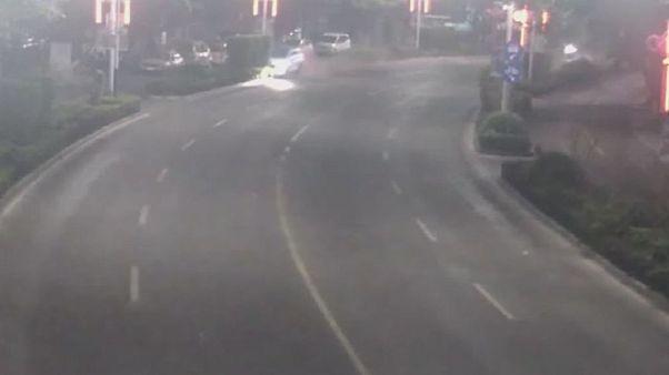 برخورد خودور به چراغهای خیابان در چین