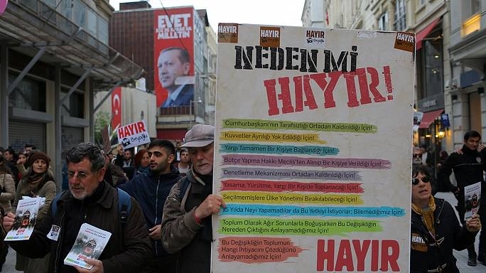 Constitutional referendum: state of emergency could become permanent in Turkey
