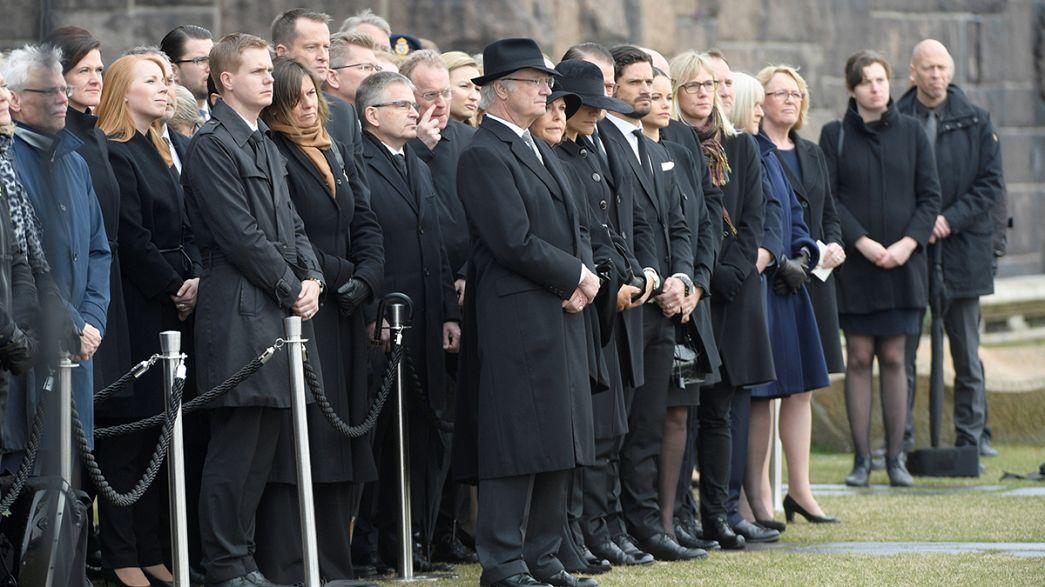 """Svezia in silenzio per le vittime dell'attentato: """"La tolleranza vincerà"""""""