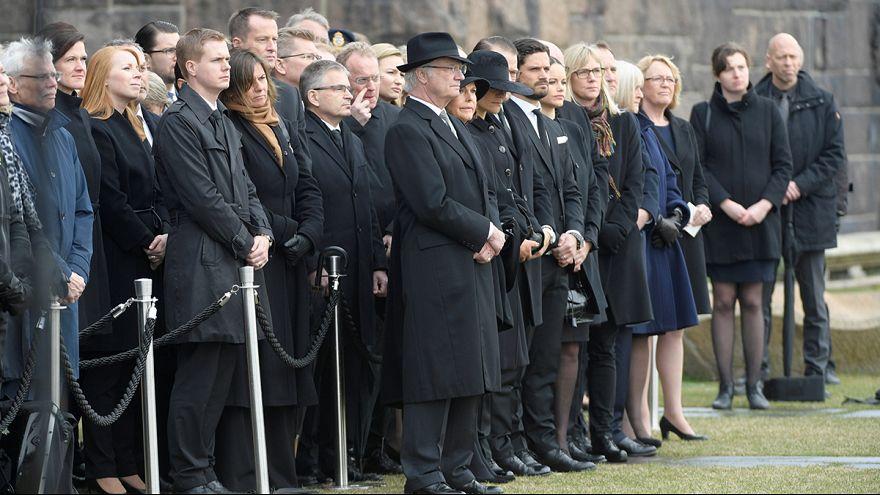 Suécia observa minuto de silêncio em memória das vítimas de Estocolmo