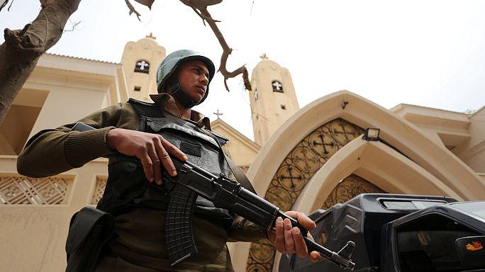 Egipto despide a los muertos de los atentados y activa el estado de emergencia