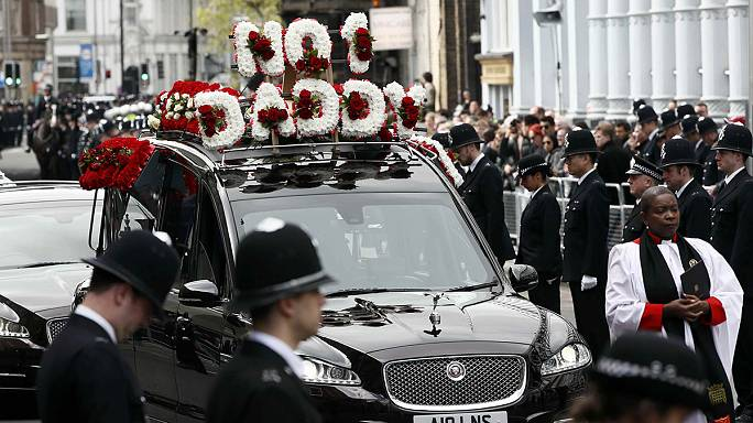 Лондон: похороны полицейского