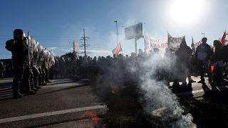 Polémico desalojo de docentes que se manifestaban frente al parlamento en Buenos Aires