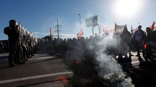 اعتراض معلمان آرژانتینی به درگیری با پلیس کشید