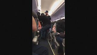 ماموران یونایتد امریکن یک مسافر را برای صندلی خالی از هواپیما بیرون انداختند