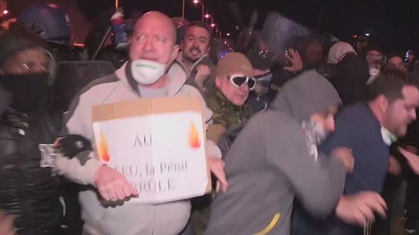 Francia fegyőrök tüntettek, mert veszélyben érzik magukat a börtönben