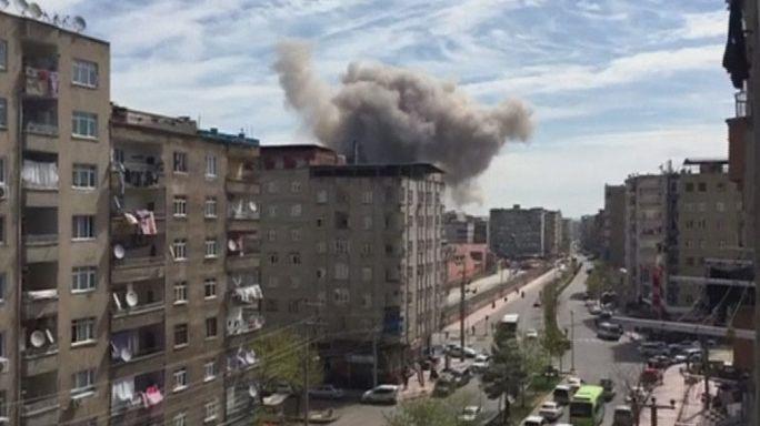 Turchia, esplosione in un edificio della polizia a Dyarbakir, almeno un morto