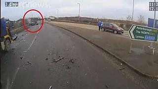 شاهد: سيدة مخمورة تحلق بسيارتها في الهواءمع طفلها الرضيع