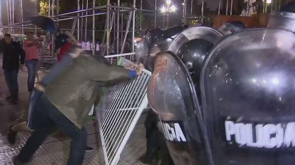 Confrontos entre polícia e manifestantes na Argentina