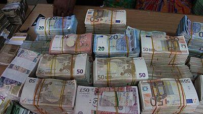 [Photos] Nigeria's anti-graft body seizes cash of about $625,000 in Lagos market