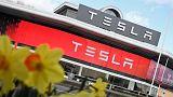 شركة تيسلا تتفوق على عملاق السيارات جنرال موتورز