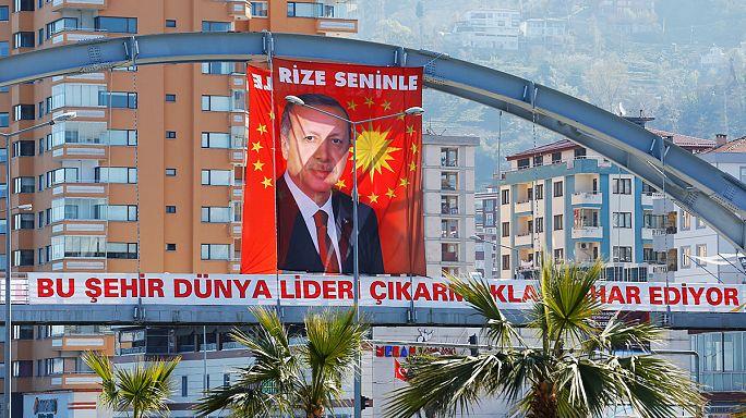 Llegan a Ankara los votos de los residentes en el extranjero para el referendo del domingo