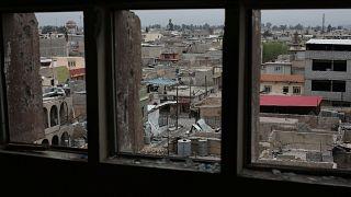Civilek ezreit tartják a tűzvonalban a terroristák Moszulban