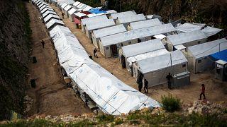 Aumenta la tensión y el número de emigrantes en el campo de refugiados de Quíos.