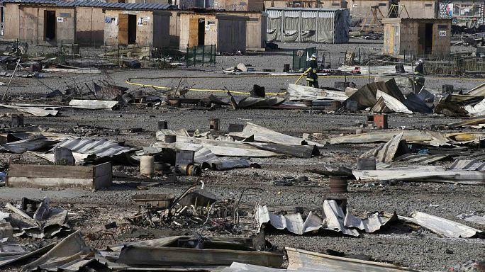 France: l'urgence du relogement après l'incendie du camp pour migrants de Grande-Synthe