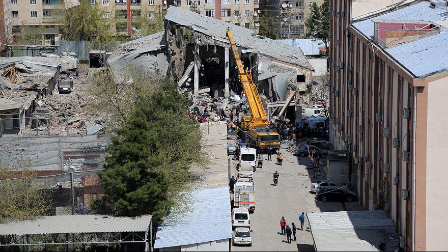 حزب العمال الكردستاني يتبنى تنفيذ تفجير في ديار بكر