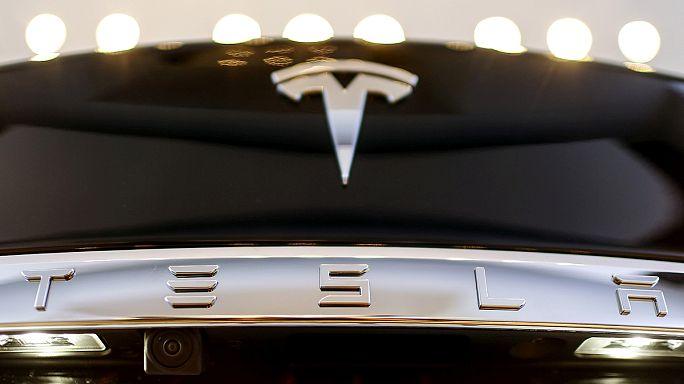 Tesla: Musk e um grupo de investidores de candeias às avessas