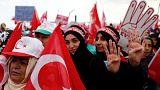 """""""Breves de Bruxelas"""": referendo turco, condenação da Rússia e périplo de Mogherini"""