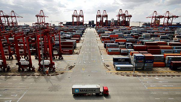 Китай нарощує експорт та імпорт