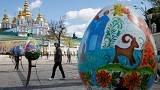 Kyiv: giant eggs exhibited in open-air Easter extravaganza