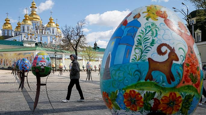 """Ovos de Páscoa gigantes """"invadem"""" Kiev"""