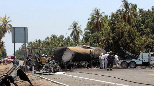 Pokoli közlekedési baleset Mexikóban