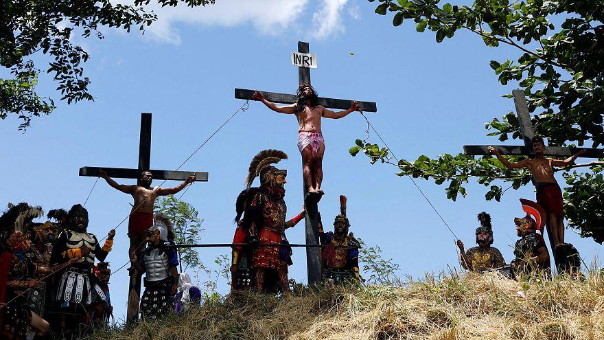 Des catholiques philippins s'infligent la crucifixion lors des cérémonies du Vendredi saint