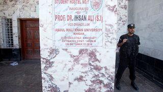 Auf dem Campus zu Tode geprügelt: Student (23) wegen falscher Blasphemie-Anklagen gelyncht