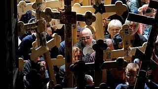 Cristianos ortodoxos y católicos recrean los últimos pasos de Jesús