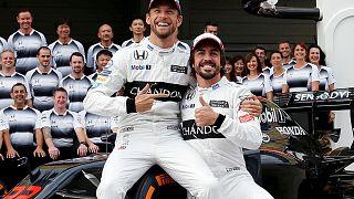 Sale Alonso, entra Button