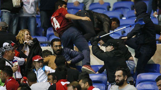 УЕФА оштрафовала французов и турок за беспорядки на стадионе в Лионе