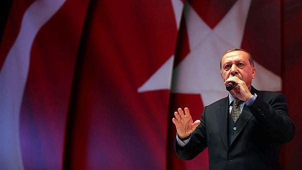 Erdogan critica OSCE e justifica-se face a ultranacionalistas a dois dias de referendo crucial