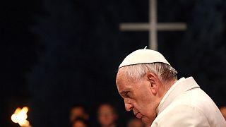 "Papa Francesco chiude la Via Crucis. ""Vergogna per le ingiustizie"""