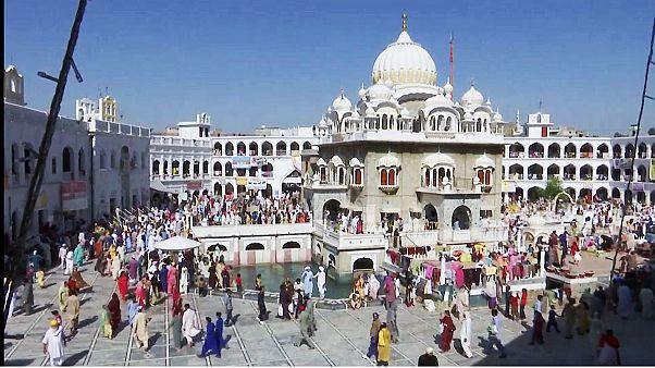 India, i sikh celebrano la festa Besakhi