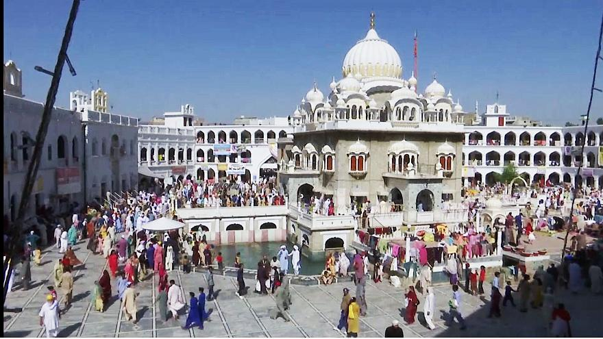 Sikhs celebram festival Besakhi no Paquistão