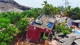 Çöp yığını evleri yuttu: En az 10 ölü