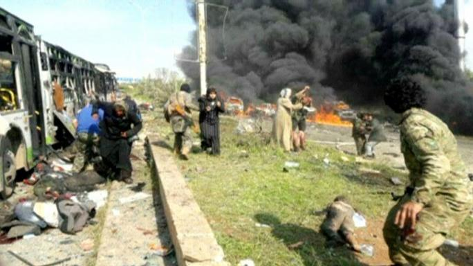 تفجير انتحاري يستهدف قافلة أهالي الفوعة وكفريا وتوقف عمليات إجلاء أهالي البلدات الأربع