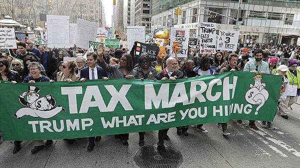 اعتراضات ضد ترامپ در آمریکا؛ ترامپ اظهار نامه های مالیاتی اش را منتشر کند