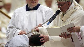 El papa Francisco recuerda las injusticias cotidianas durante la Vigilia Pascual