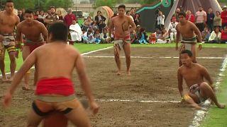 المكسيكيون يُحيون تراث أمريكا الوسطى بلعبة قديمة للكرة