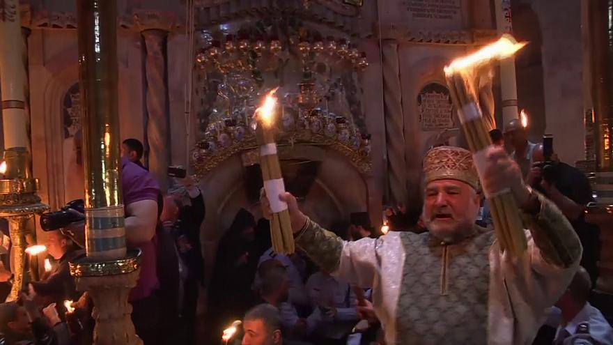 "Orthodoxe Christen feiern in Jerusalem ""Heiliges Feuer"""