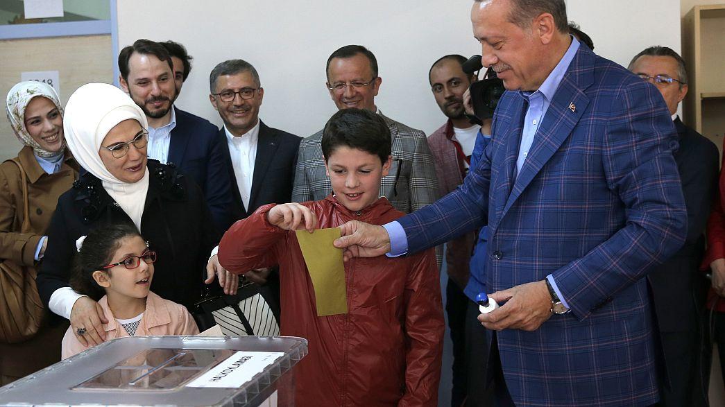 У Туреччині голосують на референдумі щодо зміни конституції