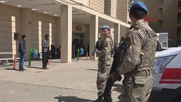 Referandum gergin başladı Diyarbakır'da iki kişi hayatını kaybetti