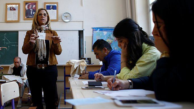 النتائج الأولية للاستفتاء على التعديلات الدستورية في تركيا التأييد بنسبة 51.20%