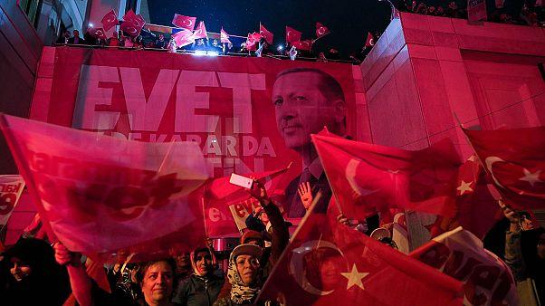 Referendum in Turchia, Vittoria risicata per Erdogan. Insorge l'opposizione
