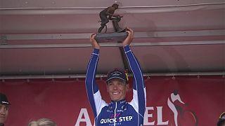 البلجيكي جيلبير يفوز بطواف أمستيل بهولندا... وفريق بولندي تسرق دراجاته